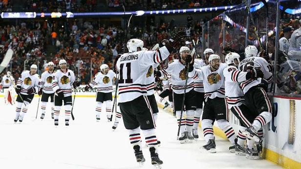blackhawks-ot-winner-Stephen-Dunn