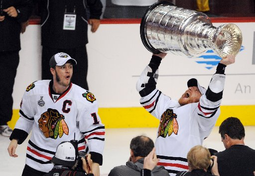 blackhawks-lift-stanley-cup-2010-wire-90ddf81cc4545215